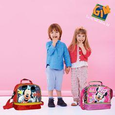 Σαν να πεινάσαμε! Lunch box #mickey και #minnie από τη GIM! Θα τα βρείτε εδώ -> http://gimsa.gr/page/products_by_sub_cat/1/1/tsantes/64 #gimsa #gianasaipadain #lunchbox #disney