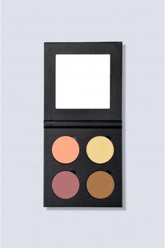 The UNIQUE FACE palette it's about crafting your own unique style and shaping your own unique face. This all-in-one face palette has 2 blushes, 1 bronzer and 1 highlighter.  A paleta Unique Face possibilita que cries o teu estilo único e que moldes o teu rosto à tua imagem. Esta paleta facial, 3-em-1, tem tudo o que precisas: 2 blushes, 1 bronzer e 1 iluminador. Face Palette, Unique Faces, Blushes, Bronzer, Facial, Eyeshadow, 1, Cosmetics, Make It Yourself