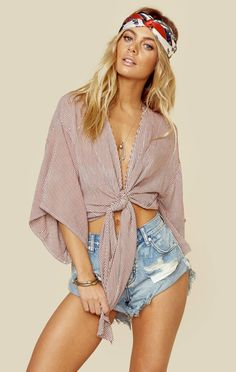 Big sleeves and knot ties add a little bit of bohemian flare to your festival outfit