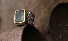 Christina Cunali - anel ganesha esmeralda  Ganesh Ring set with emerald