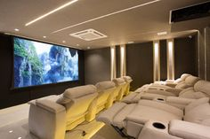 Do you want to create yourself a home theater but don't know where to start. Here are 20 great home theater design ideas to inspire you. Home Theater Room Design, Movie Theater Rooms, Home Cinema Room, Home Theater Decor, Home Theater Seating, Theatre Design, Home Decor, Dream Home Design, Home Interior Design