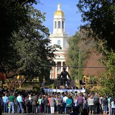 With tensions high nationwide, hundreds of Baylor students, faculty/staff & others gathered on campus to pray and show support, acceptance & love for the university's Muslim students. #LoveYourNeighbor
