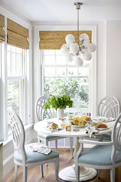 Living room 30 Breakfast Nook Ideas - Kitchen Nook Furniture The allure of historical wall tapestrie Kitchen Breakfast Nooks, Cozy Kitchen, Kitchen Decor, Breakfast Room Ideas, Breakfast Table Decor, Breakfast Nook Furniture, Kitchen Grey, Kitchen Seating, Kitchen Small