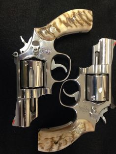 Tw!nz Smith And Wesson Revolvers, Smith Wesson, Weapons Guns, Guns And Ammo, Rifles, Revolver Pistol, Custom Guns, Fire Powers, Cool Guns