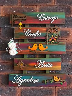 Palete – Keep up with the times. Diy Crafts For Home Decor, Diy Arts And Crafts, Handmade Home Decor, Diy Crafts Slime, Diy Crafts Hacks, Wooden Crafts, Paper Crafts, Name Plate Design, Palette Deco