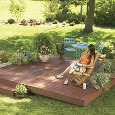 Backyard Decks: Build an Island Deck Create a comfortable retreat anywhere in your yard with a ground level deck. Building A Deck, Building A Floating Deck, Backyard Patio Designs, Backyard Landscaping, Landscaping Ideas, Florida Landscaping, Wooded Backyard Landscape, Rustic Backyard, Island Deck