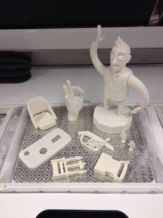 Blueprinterillä tulostettuja 3D-malleja.  Morjestava heppu ja istuin on 3D-skannattuna malleja.