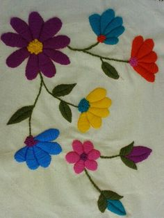 bordados mexicanos + a mano patrones - Yahoo Image Search Results Embroidery Needles, Hand Embroidery Stitches, Crewel Embroidery, Hand Embroidery Designs, Applique Designs, Cross Stitch Embroidery, Embroidery Patterns, Machine Embroidery, Mexican Embroidery