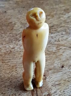 Inuit - carved marine ivory stargazer figure ( D Gallagher collection )