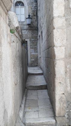 one of smallest street in the world Mljet Croatia, Dubrovnik Croatia, Visit Croatia, Croatia Travel, Crete Greece, Santorini Greece, Travel Around The World, Around The Worlds, Sarajevo Bosnia