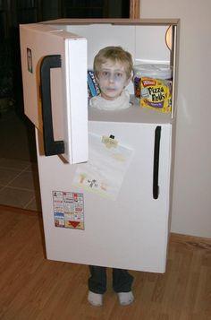 Cardboard box costume of a refrigerator. Dulceros Halloween, Boxing Halloween Costume, Homemade Halloween Costumes, Creative Costumes, Cool Costumes, Kids Costumes Boys, Carnaval Costume, Cardboard Costume, Halloween Disfraces