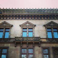 """""""Spacer Podwalem cieszy oko #wrocław #wroclaw #wroclove #igerswroclaw #neverstopexploring #cityviews #architektura #архитектура #architecture #architecturelovers"""""""