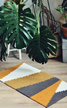 What Goes Green Carpet - - - Blue Carpet Design - Basement Carpet Tiles - Diy Crochet Rug, Crochet Carpet, Crochet Rug Patterns, Crochet Home Decor, Tapestry Crochet, Shag Carpet, Diy Carpet, Wool Carpet, Green Carpet