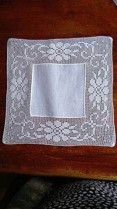 This Pin was discovered by Mer Crochet Tablecloth, Crochet Doilies, Crochet Lace, Diy And Crafts, Arts And Crafts, Cross Stitch Flowers, Chrochet, Filet Crochet, Crochet Projects