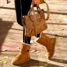 Chegou a hora de usar as queridas e super confortáveis botas Ugg! Vem saber onde comprar e não passe frio nesse inverno!   - #ugg #boots #winter #uggboots #ugginspired #conforto #inverno #fashion #style #winterishere #frio #moda #uggaustralia #ugglove #winteriscoming #amorasays