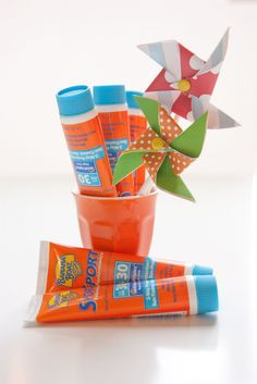 Hosting a BBQ or outdoor party? Hand out sunscreen favours & mini tubes to guests. Pool Party Kids, Summer Pool Party, Tiki Party, Spa Party, 60th Birthday Party, Birthday Favors, Birthday Ideas, Beach Party Favors, Under The Sea Party