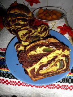Reteta Cozonaci cu nuca si rahat din categoria Aluaturi si Foietaje. Cu specific romanesc. Sweets Recipes, Easter Recipes, Cake Recipes, Cooking Recipes, Romanian Desserts, Romanian Food, Pastry And Bakery, Pastry Cake, Good Food
