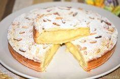 La torta della nonna è un dolce semplice, della tradizione italiana, in particolare ligure e toscana, composto da un guscio croccante di pasta frolla ripieno di morbida crema pasticciera e guarnito co
