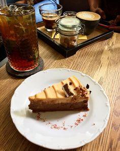 Dortík byl, káva byla a nějaký těžký váhy taky byly❤️🏋🏻. O zvedání se postarala @iamzuz1 s @naanabanaana a já za ně vzal ten dort = rovnováha😂.