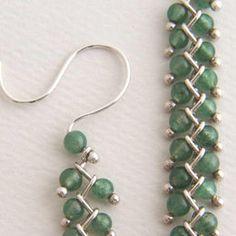 Sterling Silver Chain Earrings with Translucent Semi Precious Green Aventurine Stone Beads by Edith Toledano. Bead Jewellery, Metal Jewelry, Beaded Jewelry, Beaded Bracelets, Jewlery, Diy Schmuck, Homemade Jewelry, Jewelry Patterns, Wire Jewelry