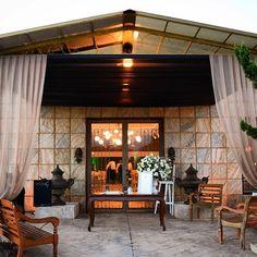 | A linda entrada do Villa Giovanni Buffet com a presença do Livro de recados da linha Slim para Petit Contteur |  #Contteur #livrodememorias #livrodememorias #livro #casamento #wedding #noiva #noivado #bride #bridetobe #inspiration #memorias #historiadeamor #livroespecial