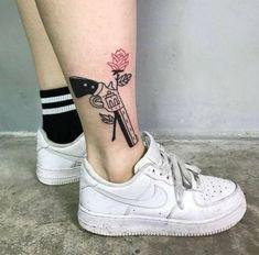 Guns N Roses👑✨ uploaded by Ky Boogie🙏🏾✨ on We Heart It Mini Tattoos, Leg Tattoos, Body Art Tattoos, Small Tattoos, Cool Tattoos, Tatoos, Ship Tattoos, Arrow Tattoos, Tattoo Drawings