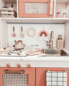 """Cindee Evangeline L. on Instagram: """"Best stove hack from @ohfridayishere for anyone who wants to """"zhng"""" the IKEA #duktigkitchen . Previously I had to use painter's tape to…"""""""
