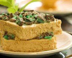 Peppermint Crisp: This is one of those recipes passed down from generation to generation! When we serve it, it literally disappears within seconds of landing on the table! Caramel Treats, Caramel Tart, Sweet Pie, Sweet Tarts, Yummy Treats, Delicious Desserts, Peppermint Crisp, Great Recipes, Favorite Recipes