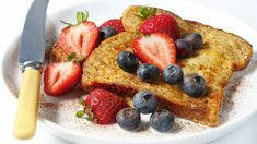 Delicious Low-Calorie Breakfast Recipe: Whole-Wheat Berry French Toast - Low Calories Sunday Recipes, Brunch Recipes, Breakfast Recipes, Breakfast Ideas, Breakfast Club, Drink Recipes, Low Calorie Breakfast, Clean Eating Breakfast, Diabetic Breakfast
