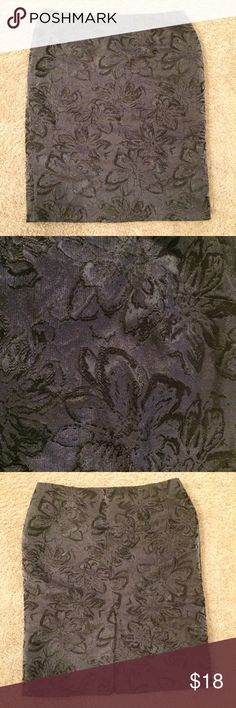 Kenar Skirt This skirt is in excellent condition! It has a gorgeous metallic sheen to it. Kenar Skirts Pencil