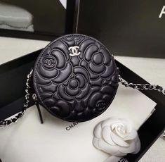 Chanel handbags – High Fashion For Women Louis Vuitton Accessories, Handbag Accessories, Coco Chanel Handbags, Unique Purses, Gucci, Luxury Bags, Beautiful Bags, Purses And Handbags, Fashion Bags