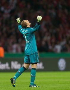 Manuel Neuer; Bayern de Munique - campeão da Copa da Alemanha 2013.