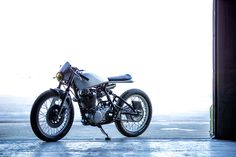 This is the latest project from Old Empire Motorcycles, a Yamaha SR500 called the 'OEM Lightning MK1'