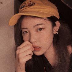 Insta Photo Ideas, Fashion Line, Kawaii Girl, Aesthetic Girl, Ulzzang Girl, Girl Photography, Korean Girl Groups, Asian Girl, Winter Hats