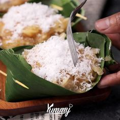 Sawut Singkong | Yummy - Temukan resep-resep menarik lainnya hanya di: Instagram: @Yummy.IDN Facebook: Yummy Indonesia #sawut #sawutsingkong #jajananpasar #indonesianfood Berry Smoothie Recipe, Easy Smoothie Recipes, Homemade Frappuccino, Grilled Fruit, Cookout Food, Traditional Cakes, Asian Desserts, Food Shows, Indonesian Food