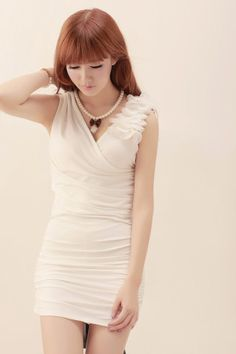 Deep V-neck petals wrinkled dres,sexy white dress!Price: US$ 24.12^_^-FashionTheBox.Com