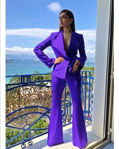 Deepika padukone cannes purple look 2018 Top Celebrities, Indian Celebrities, Bollywood Celebrities, Bollywood Actress, Lila Outfits, Purple Outfits, Spring Outfits, Mode Bollywood, Bollywood Fashion