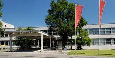 """Fachhochschule Düsseldorf """"Fachhochschule in Duesseldorf-Golzheim, von Suedwesten"""" von Wiegels - Eigenes Werk. Lizenziert unter CC BY 3.0 über Wikimedia Commons."""