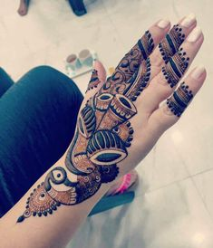 Adorn your hands with latest mehendi designs that can be perfectly curated by Mehndi Artist in Jaipur to make your mehendi ceremony unforgettable. Rajasthani Mehndi Designs, Peacock Mehndi Designs, Basic Mehndi Designs, Mehndi Designs Feet, Beginner Henna Designs, Latest Bridal Mehndi Designs, Henna Art Designs, Mehndi Designs 2018, Stylish Mehndi Designs