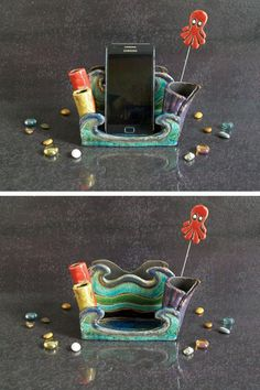 smartphone holder iphone stand with organizer. portacellulare in ceramica raku con organizer ufficio - porta smartphone supporto per iphone by FedericoBecchettiArt on Etsy Iphone Stand, Cell Phone Stand, Cell Phone Holder, Iphone Holder, Iphone Phone, Polymer Clay Projects, Clay Crafts, Iphone Plus, Cute Desk Decor