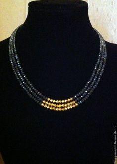 making beaded jewelry Beaded Jewelry Designs, Gold Jewellery Design, Bead Jewellery, Necklace Designs, Emerald Jewelry, Pearl Jewelry, Pendant Jewelry, Jewelry Necklaces, Beaded Necklace
