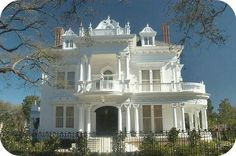 """Wedding Cake House"" Mansion at 5809 Saint Charles Avenue, New Orleans, LA . ""Wedding Cake House"" Mansion at 5809 Saint Charles Avenue, New Orleans, LAThe Victorian Architecture, Beautiful Architecture, Beautiful Buildings, Beautiful Homes, Big Beautiful Houses, Stunningly Beautiful, Absolutely Gorgeous, Villa Plan, Residence Architecture"