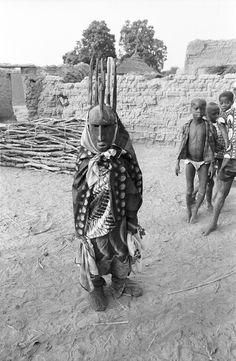 Masked performer with Ntomo mask, Bamako (national district), Mali. Elisofon, Eliot photographer.