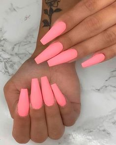 Semi-permanent varnish, false nails, patches: which manicure to choose? - My Nails Summer Acrylic Nails, Best Acrylic Nails, Summer Nails, Colored Acrylic Nails, Winter Nails, Spring Nails, Trendy Nails, Cute Nails, Cute Acrylic Nail Designs