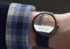 Google acaba de presentar su nuevo sistema operativo diseñado para dispositivos portátiles, así como los detalles de la primera serie de relojes que van a llevar esta tecnología incorporada.