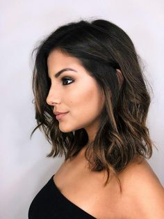 Best Lob Haircut Ideas Universally flattering on all face shapes, low-maintenance and versatile, Lob (long bob) it's the chic cut beloved by celebrities and us mere m… Balayage Brunette, Balayage Hair, Medium Hair Styles, Curly Hair Styles, Long Bob Haircuts, Hair Dos, Gorgeous Hair, Pretty Hairstyles, Hair Lengths