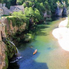 Les gorges du Tarn France 2, Paragliding, Vacation Destinations, Kayaking, Castle, Lacs, Journey, Honeymoon Ideas, Kayaks