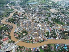 Heavy rains flood towns in Thailand, forcing thousands to evacuate (Photo: Daily News via Reuters)