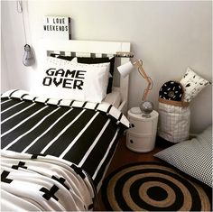 33 Best Teenage Boy Room Decor Ideas and Designs for 2018 Boys room ideas from DIY to decorating to color schemes- so much inspiration to make your boy's room cozy and stylin'. Gamer Bedroom, Boys Bedroom Decor, Boys Bedroom Ideas Tween, Boy Decor, Decor Room, Deco Gamer, Teenage Room, Teen Girl Bedrooms, Home Interior