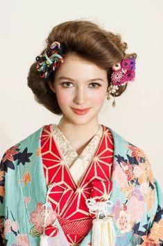 Kimono and Kanzashi Traditioneller Kimono, Furisode Kimono, Kimono Japan, Japanese Kimono, Kimono Style, Japanese Style, Traditional Kimono, Traditional Fashion, Traditional Outfits